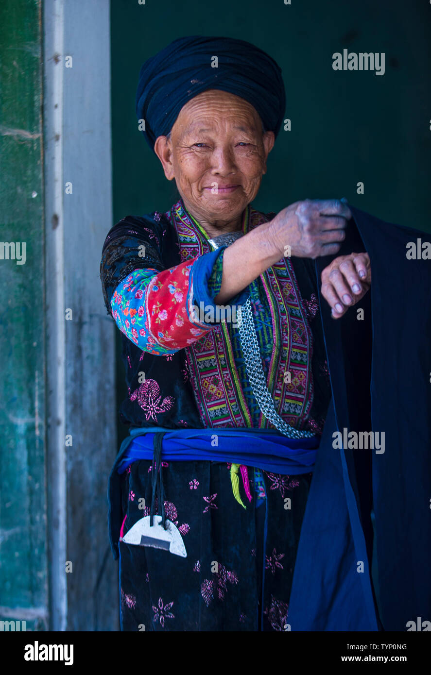 Woman from the Black Hmong in a village near Dong Van in Vietnam - Stock Image