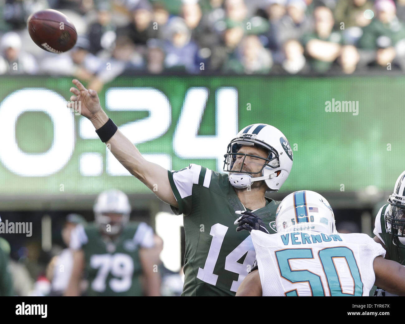 newest collection b77dc ae9c4 New York Jets Ryan Fitzpatrick throws a pass in the second ...