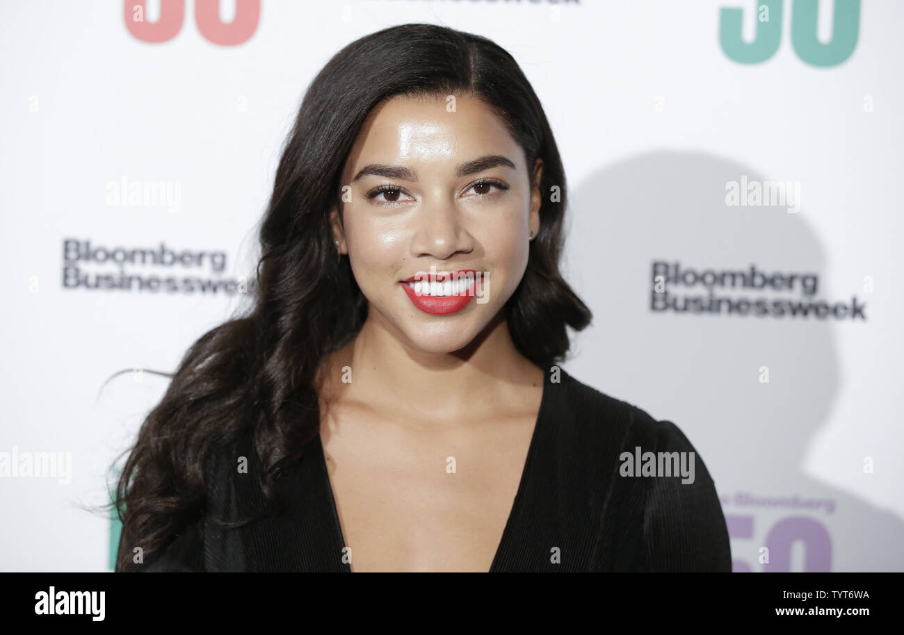 Hannah Bronfman arrives on the red carpet at 'The Bloomberg