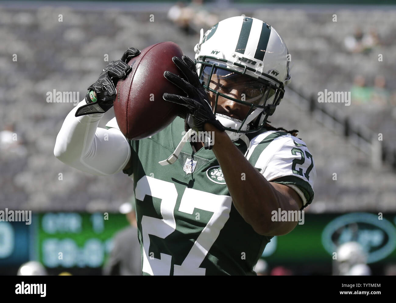 low priced ff3fe 4e418 New York Jets Darryl Roberts catches passes on the field ...