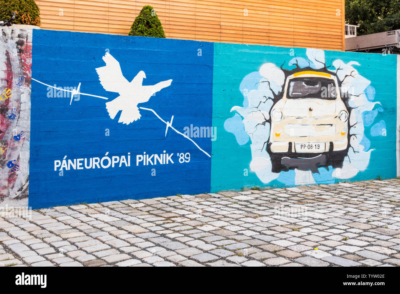 Street paintings on concrete wall in remembrance of  Pan-European Picnic 1989 - Stock Image
