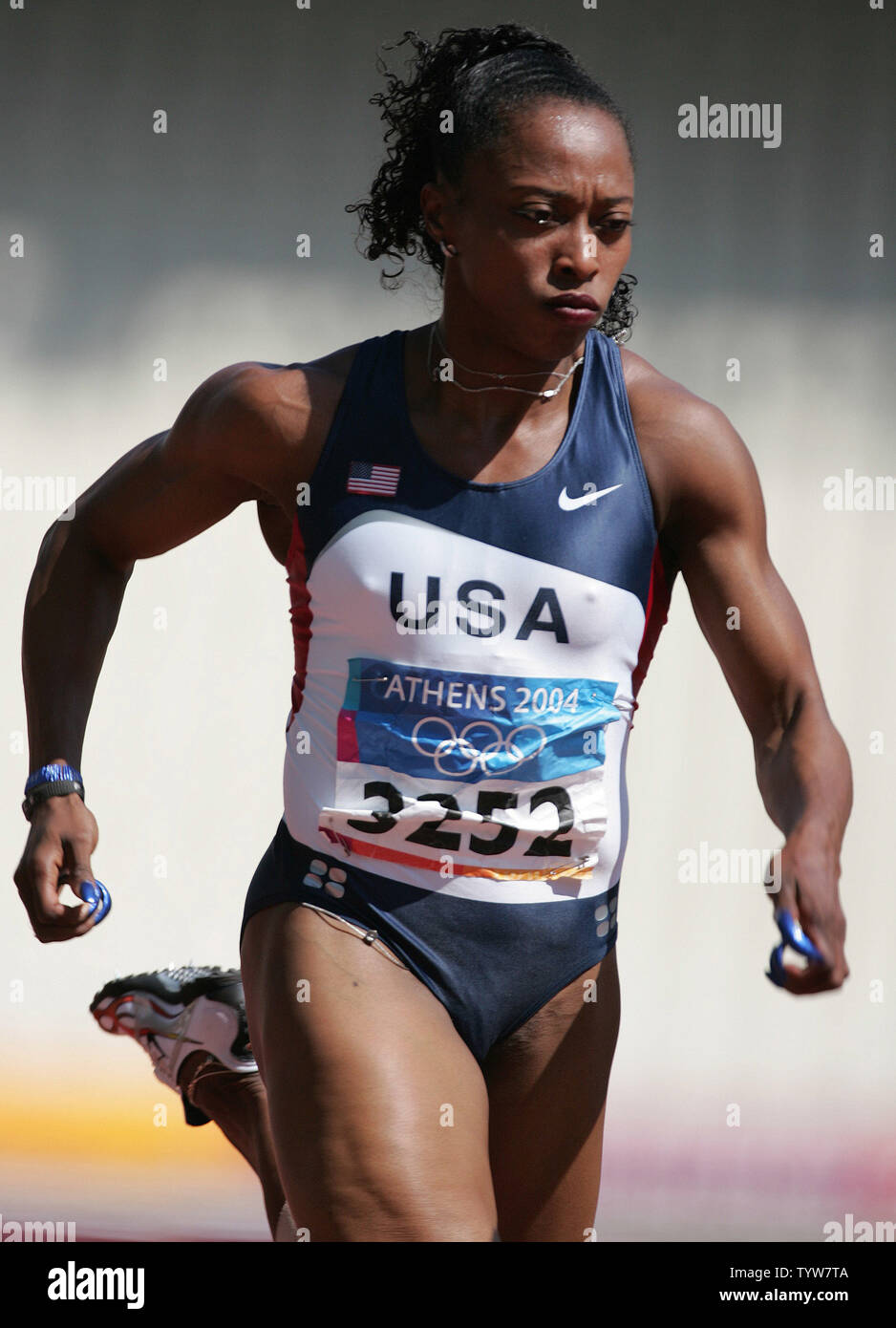 Gail Devers of the USA qualifies into the next round of 100m heats in Track And Field at the 2004 Athens Summer Olympic Games, August 20, 2004.   (UPI / Claus Andersen) - Stock Image