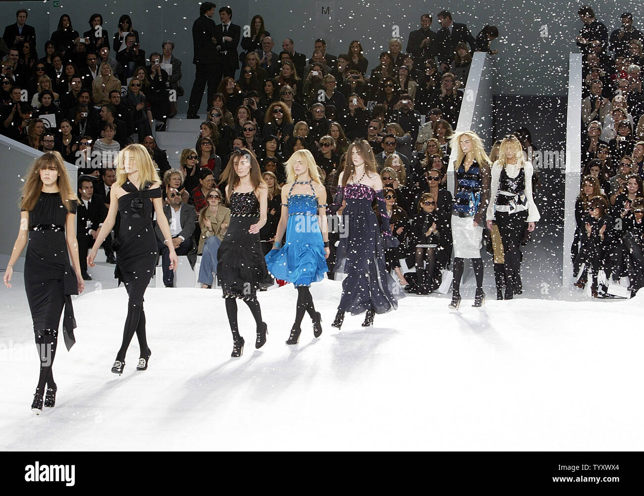 Models line up on the catwalk under a snow of  paper-made snowflakes with outfits by German fashion designer Karl Lagerfeld at the end of the presentation of his 2007-2008 Fall/Winter ready-to-wear collection for Chanel in Paris, March 2, 2007. (UPI Photo/Eco Clement) - Stock Image