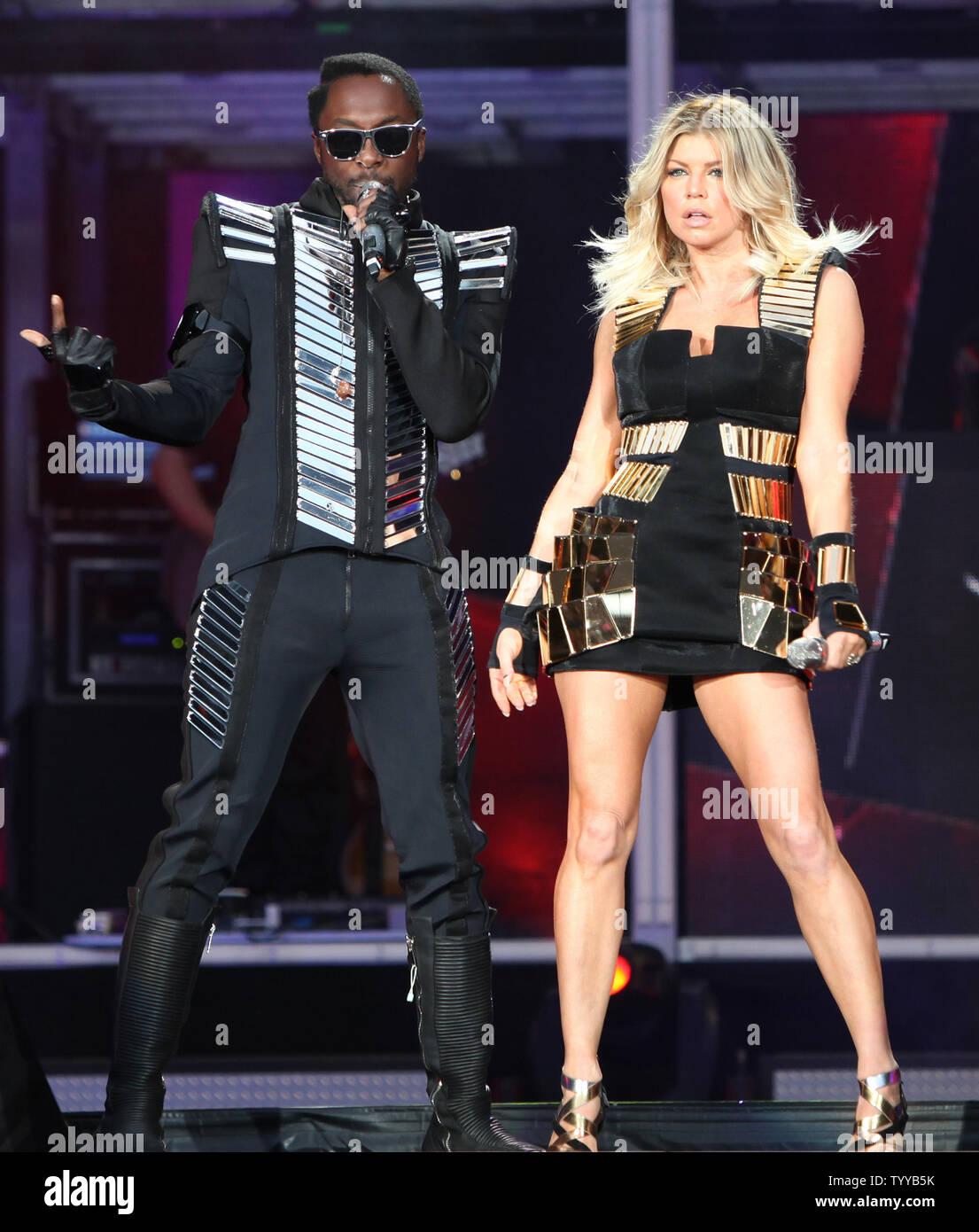 Black Eyed Peas members Will.i.am (L ...