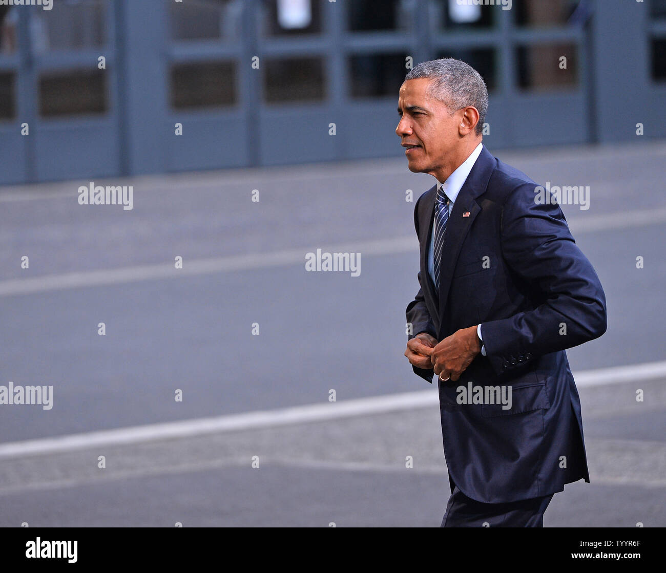 U.S. President Barack Obama arrives at the United Nation's 21st climate change conference at Le Bourget near Paris on November 30, 2015. The almost 150 heads of state and representatives from 200 countries in attendance will attempt to negotiate a legally binding agreement to limit worldwide carbon emissions with the goal of keeping global warming under 2 degrees Celsius.   Photo by David Silpa/UPI - Stock Image