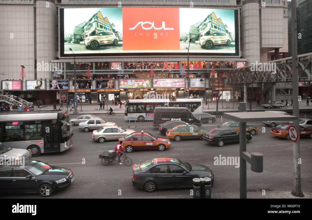 Giant Auto Sales >> Traffic Creeps Past A New Fashion Mall Featuring A Giant