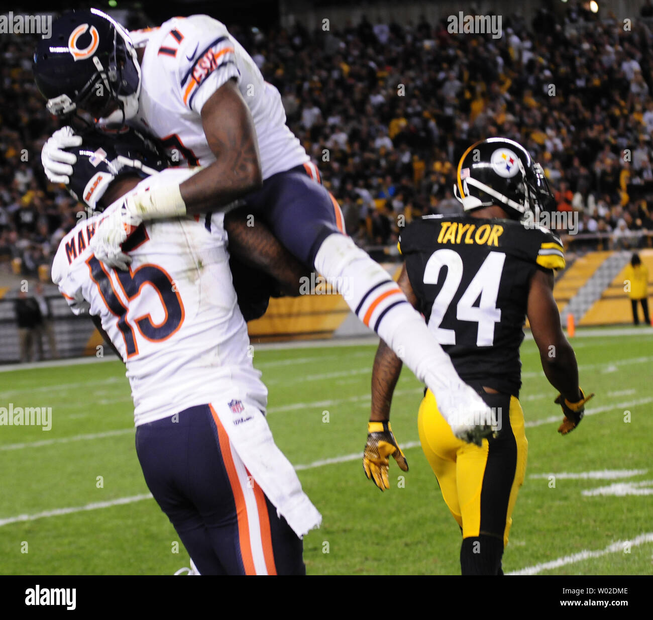 new styles 532f9 86744 Chicago Bears wide receiver Brandon Marshall (15) celebrates ...