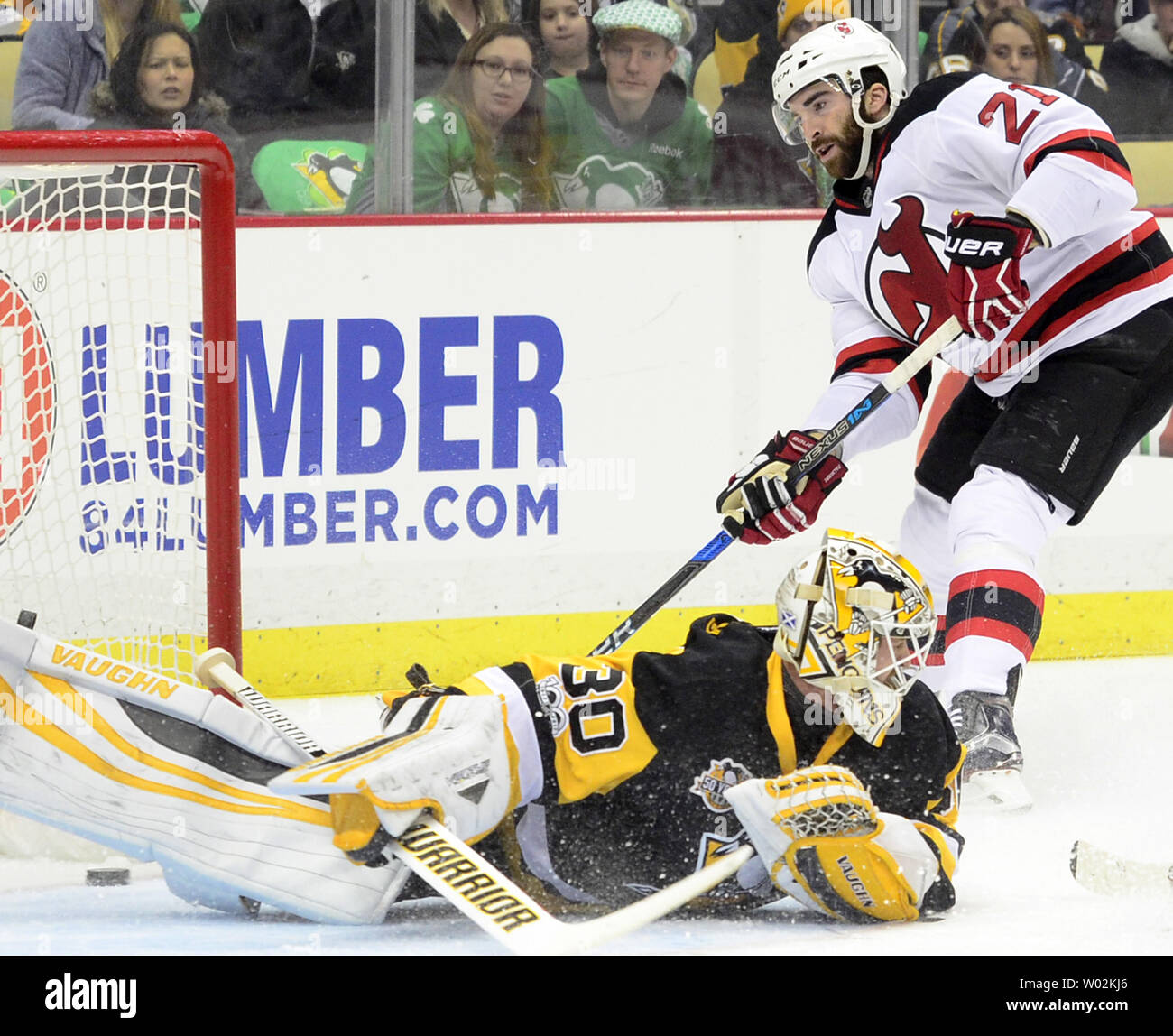 New Jersey Devils right wing Kyle Palmieri (21) scores on