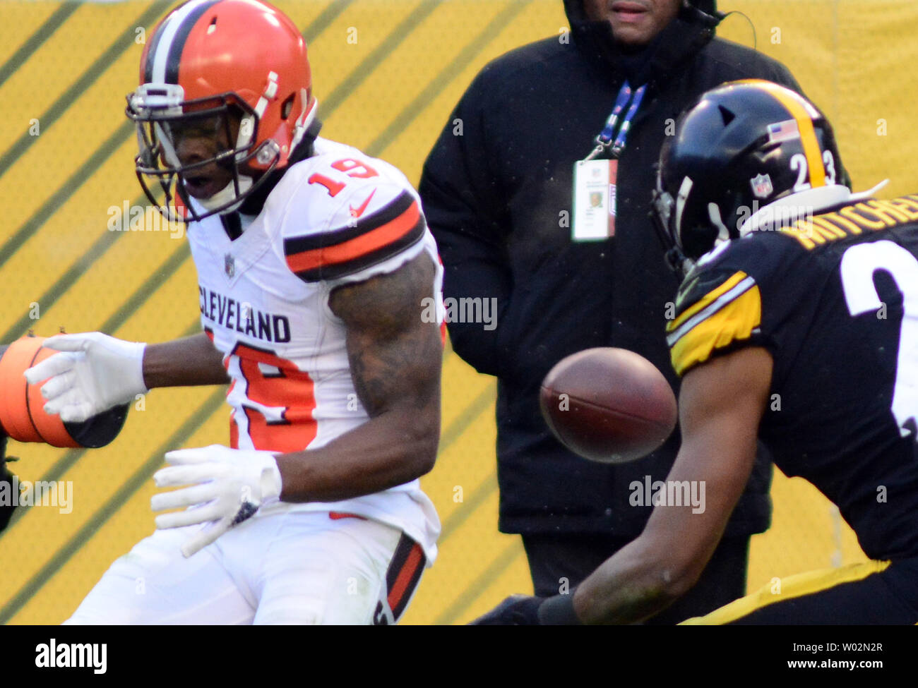 Cleveland Browns wide receiver Corey Coleman (19) misses a fourth down pass   at the 10 yard line, giving the Pittsburgh Steelers the 28-24 win at Heinz Field in Pittsburgh  on December 31, 2017. Cleveland finished the season with no wins, going 0-16.  Photo by Archie Carpenter/UPI Stock Photo