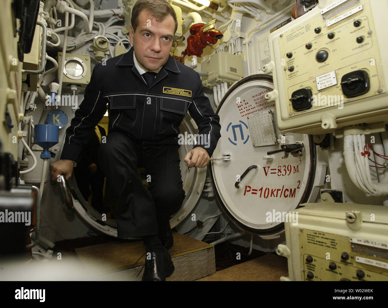 Russian President Dmitry Medvedev, wearing a NAVY uniform, visits the 'St. George the Victor' nuclear powered submarine at the Russian Pacific Fleet submarine base at Krasheninnikov Harbor on the Kamchatka Peninsula in the Russian Far East on September 25, 2008. (UPI Photo/Anatoli Zhdanov) - Stock Image