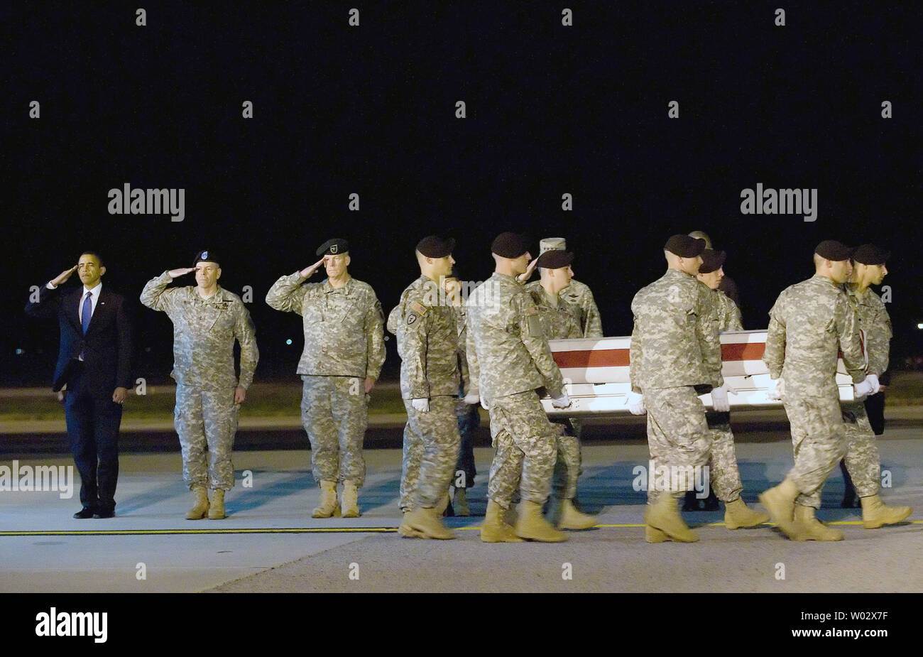 From left, U.S. President Barack Obama, Assistant Judge Advocate General of the U.S. Army Maj. Gen. Daniel V. Wright and Brig. Gen. Michael S. Repass, commanding general of U.S. Army Special Operations Command, render honors as a team of Soldiers carry the remains of Sgt. Dale R. Griffin during a dignified transfer ceremony at Dover Air Force Base, Delaware on October 29, 2009. Griffin, who was assigned to 1st Battalion, 17th Infantry Regiment, 5th Stryker Brigade Combat Team, 2nd Infantry Division, was killed in action on October 27, 2009, by a roadside bomb in the Kandahar province of Afghan Stock Photo