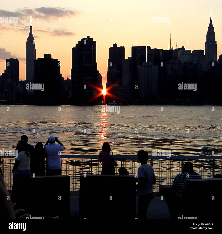 Streets In Manhattan: Manhattanhenge Stock Photos & Manhattanhenge Stock Images