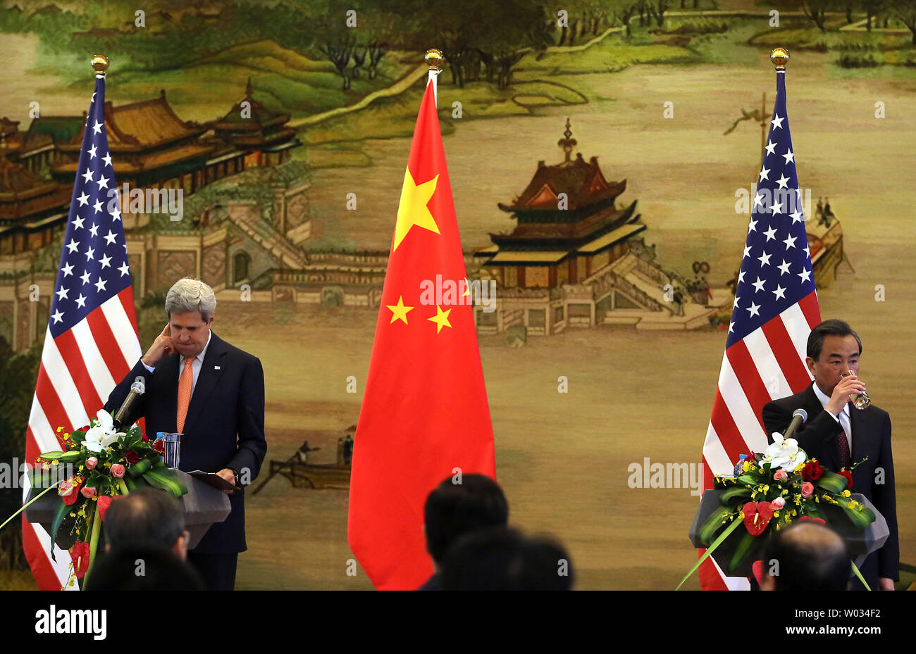 U S  Secretary of State John Kerry (L) holds a joint press