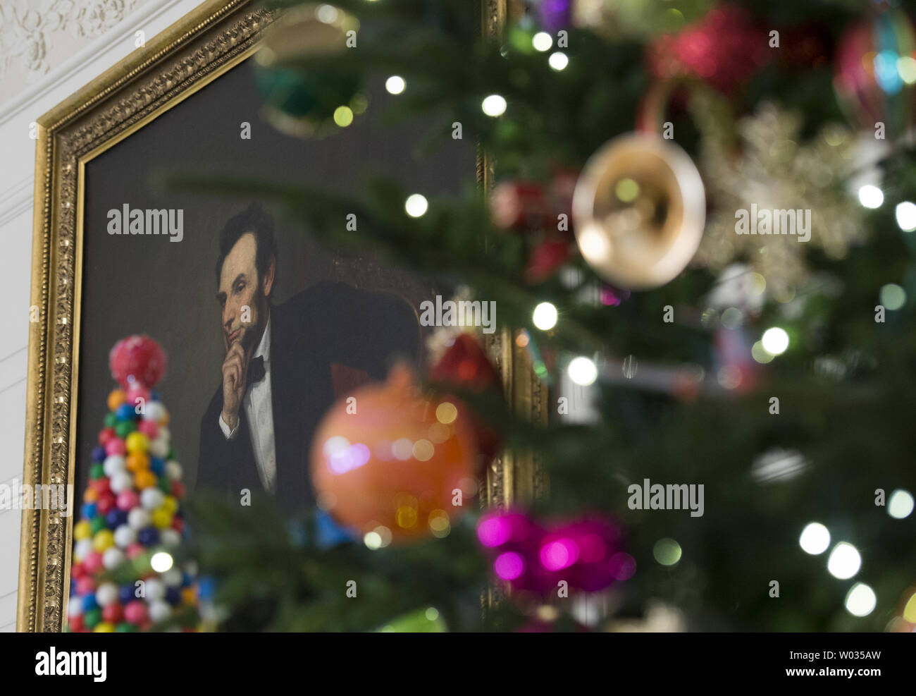 The State Dinning Room is seen decorated during a holiday tour at the White House in Washington, D.C. on December 2, 2015. This year's team is 'A Timeless Tradition, and reflects long-held traditions cherished across America and commemorates extradorinaiy moments that help shaped the county. Photo by Kevin Dietsch/UPI - Stock Image