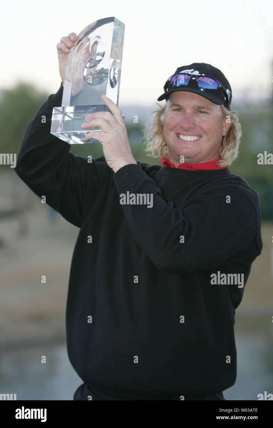 Charley Hoffman of Las Vegas, Nevada holds up the winners trophy for winning the Bob Hope Chrysler Classic at The Classic Club in Thousand Palms, California on January 21, 2007.   Hoffman won in a playoff after tying John Rollins of Dallas, Texas by sinking an eagle putt on the 18th hole of regulation.  (UPI Photo/Art Foxall) - Stock Image