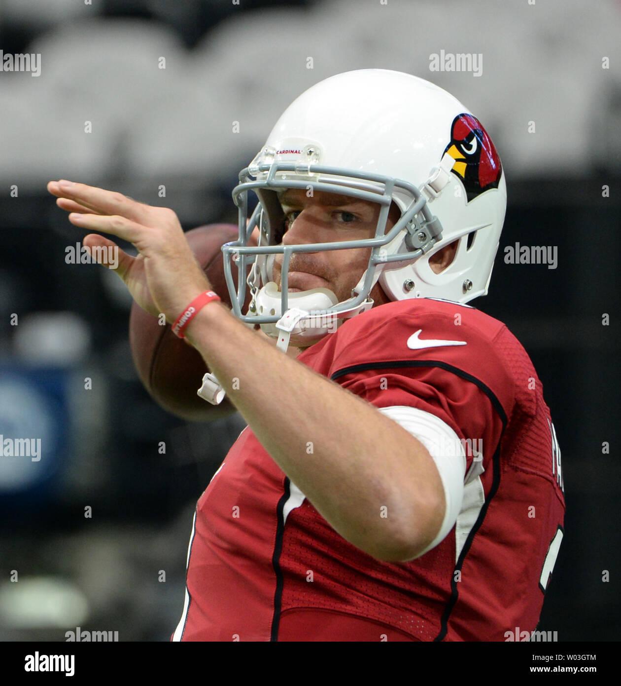 95b30e75 Arizona Cardinals quarterback Carson Palmer warms up before the ...