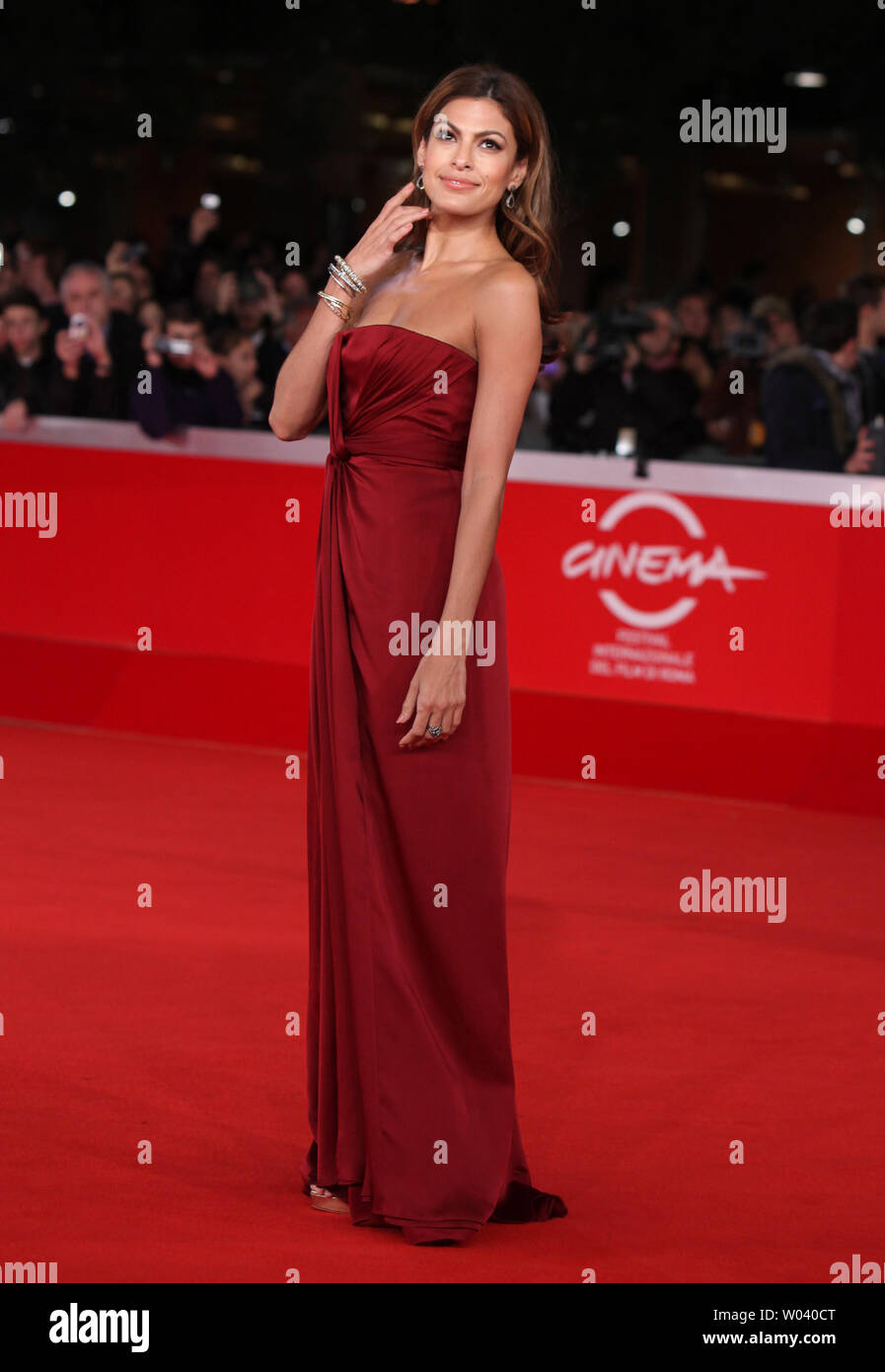 Eva Mendes arrives on the red carpet before the screening of a digitally restored version of the 1960 classic film 'La Dolce Vita' during the 5th Rome International Film Festival in Rome on October 30, 2010.   UPI/David Silpa - Stock Image