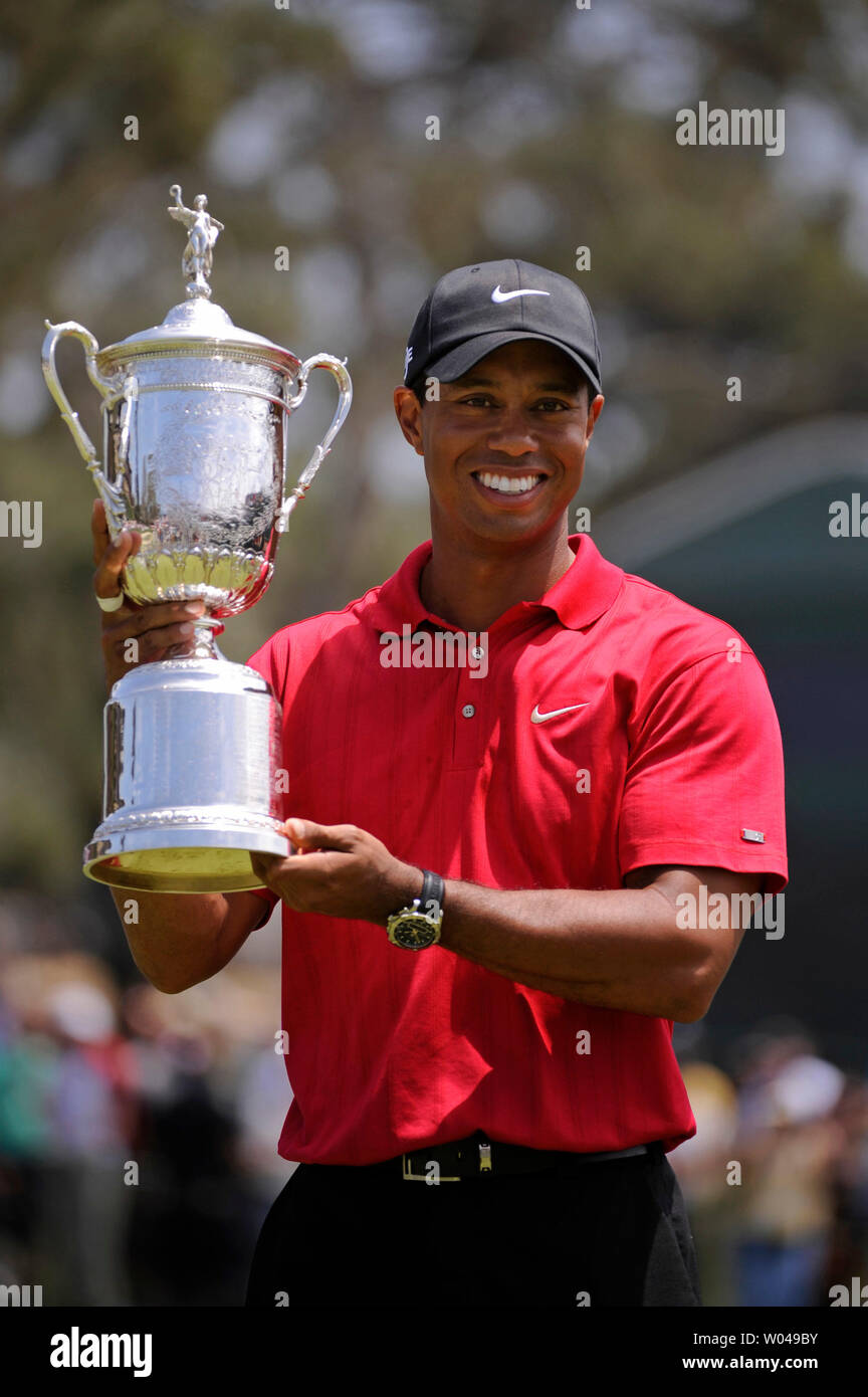 Tiger Woods holds the trophy after winning the 108th U.S. Open at Torrey Pines Golf Course in San Diego on June 16, 2008. Woods defeated Rocco Mediate by one stroke after a playoff round. (UPI Photo/Kevin Dietsch) - Stock Image