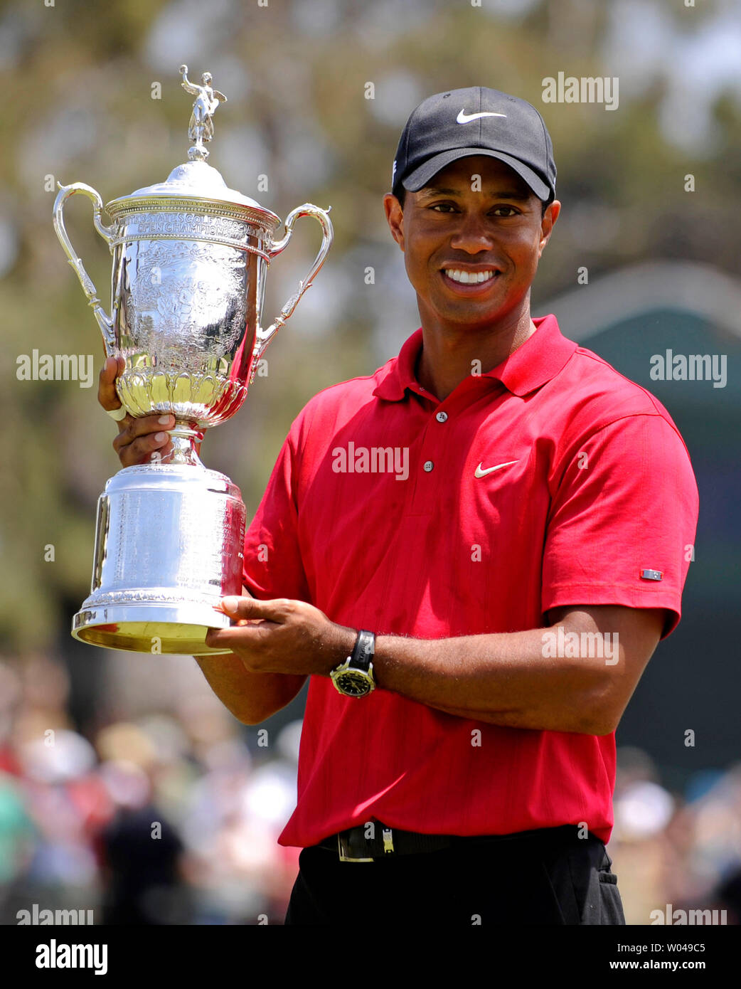 Tiger Woods hold the U.S. Open Trophy after winning the 108th U.S.  at Torrey Pines Golf Course in San Diego on June 15, 2008. Woods defeated Rocco Mediate by one stroke after a playoff round. (UPI Photo/Kevin Dietsch) - Stock Image