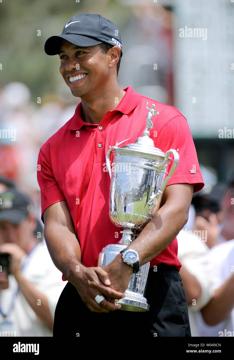 Tiger Woods hold the U.S. Open Trophy after winning the 108th U.S. Open  at Torrey Pines Golf Course in San Diego on June 16, 2008. Woods defeated Rocco Mediate by one stroke after a playoff round. (UPI Photo/Kevin Dietsch) - Stock Image