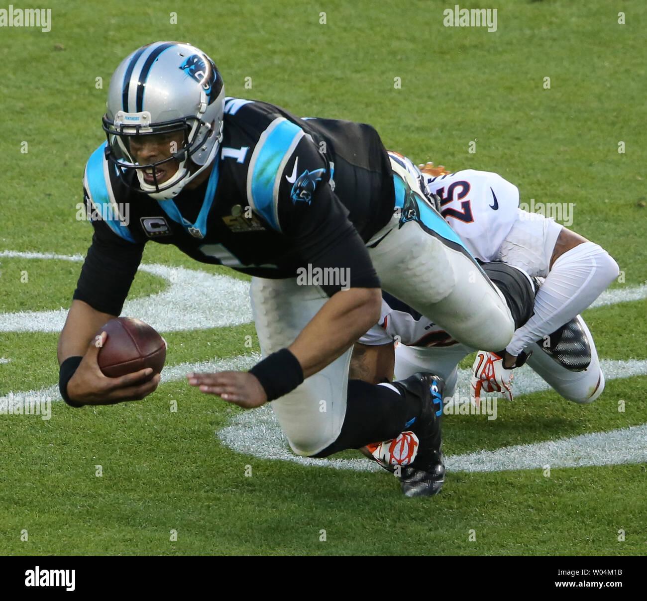 lowest price 5af7a 595db Denver Broncos linebacker Chris Harris Jr. tackles Carolina ...