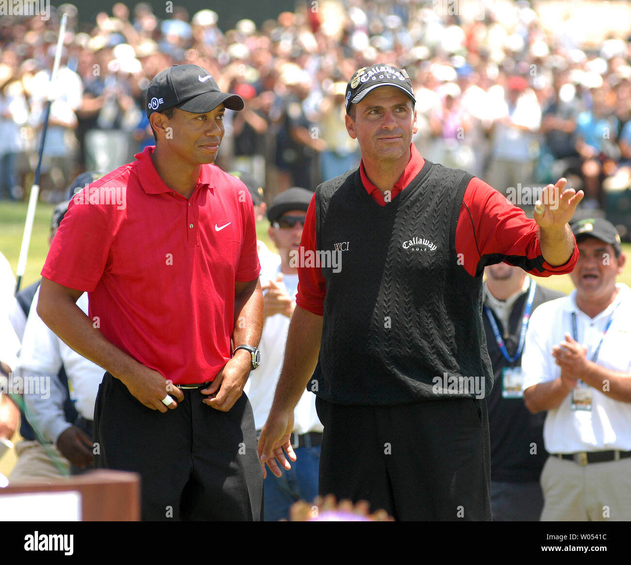 Tiger Woods (L) and Rocco Mediate stand on the 18th hole after Woods won the playoff round of the US Open at the Torrey Pines Golf Course in San Diego on June 16, 2008. (UPI Photo/Earl S. Cryer) - Stock Image