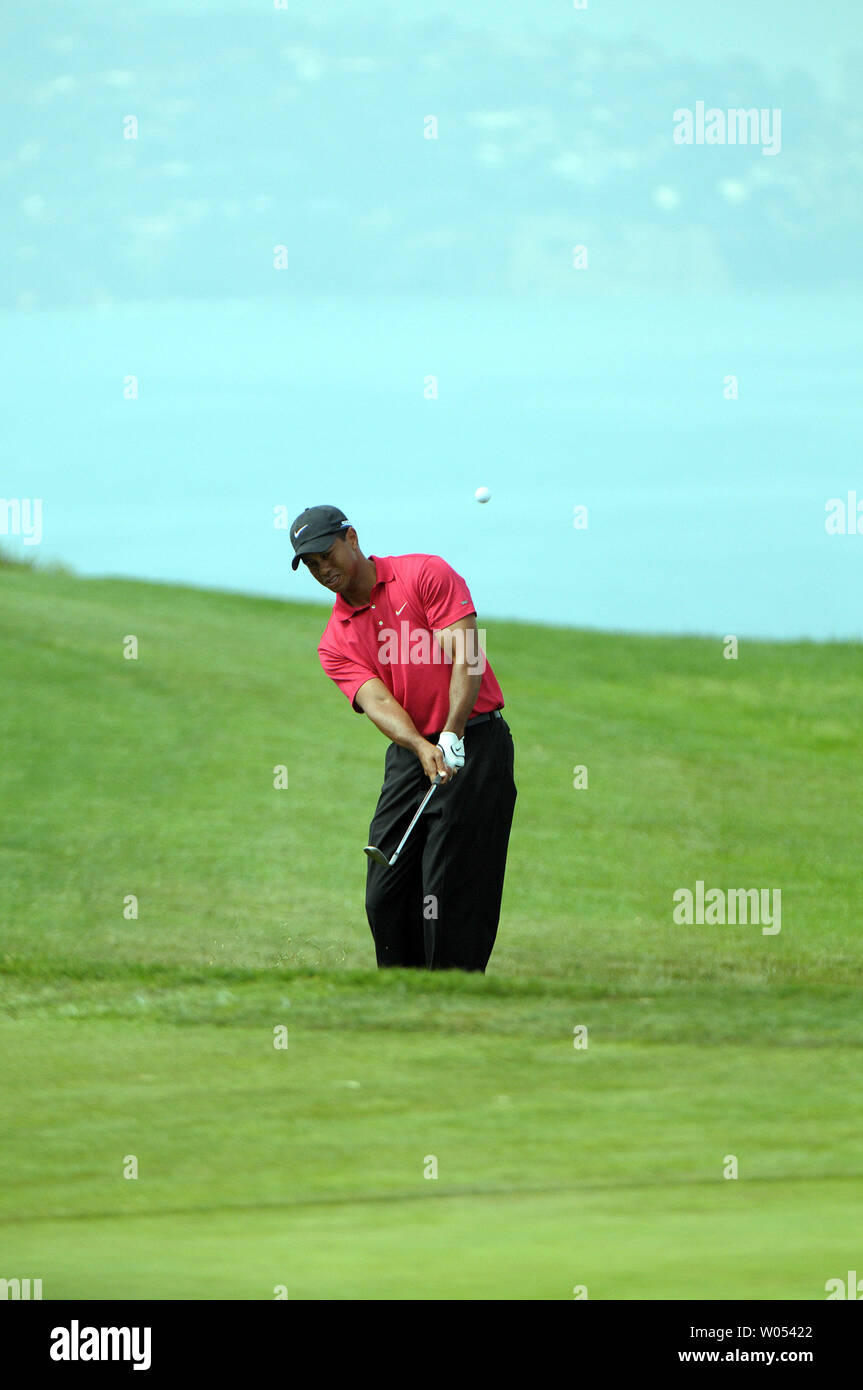 Tiger Woods hits out of the rough on the 2nd fairway during the playoff round of the US Open at the Torrey Pines Golf Course in San Diego on June 16, 2008. Woods defeated Rocco Mediate and won the 108th US Open. (UPI Photo/Earl S. Cryer) - Stock Image