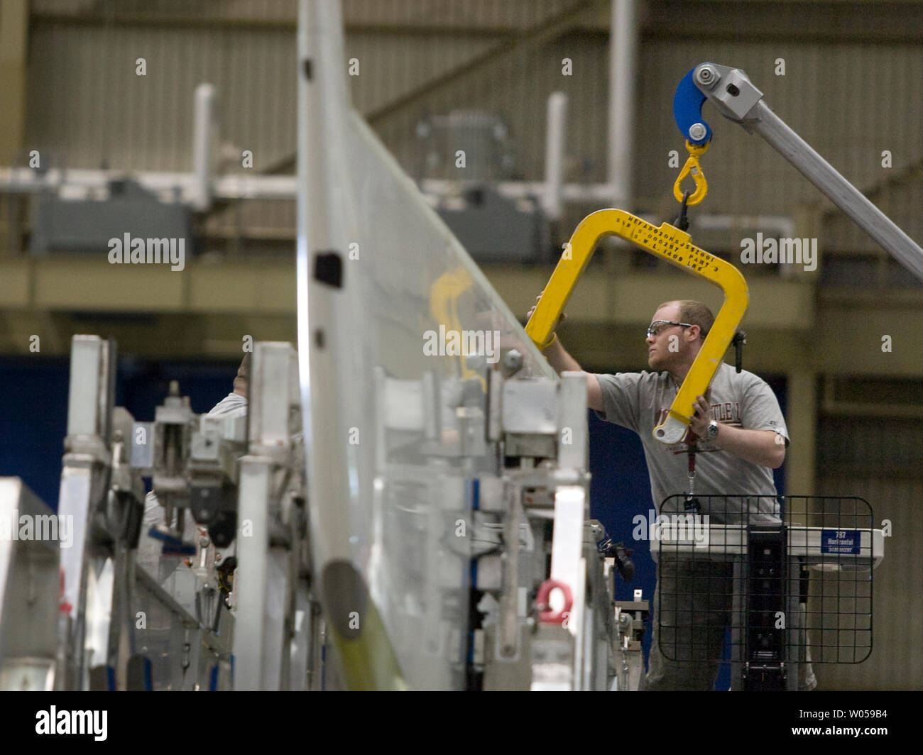 A Boeing employee prepares to lift a horizonal stabilizer that will be assembled on a 787 Dreamliner at the company's plant during Boeing's Media Day at the Commercial Airlines Factory on May 19, 2008 in Everett, Washington. The Dreamliner, first new Boeing jet in 14 years, is being built in the 42-acre factory building is for its first flight sometime late in 2008. (UPI Photo/Jim Bryant) - Stock Image