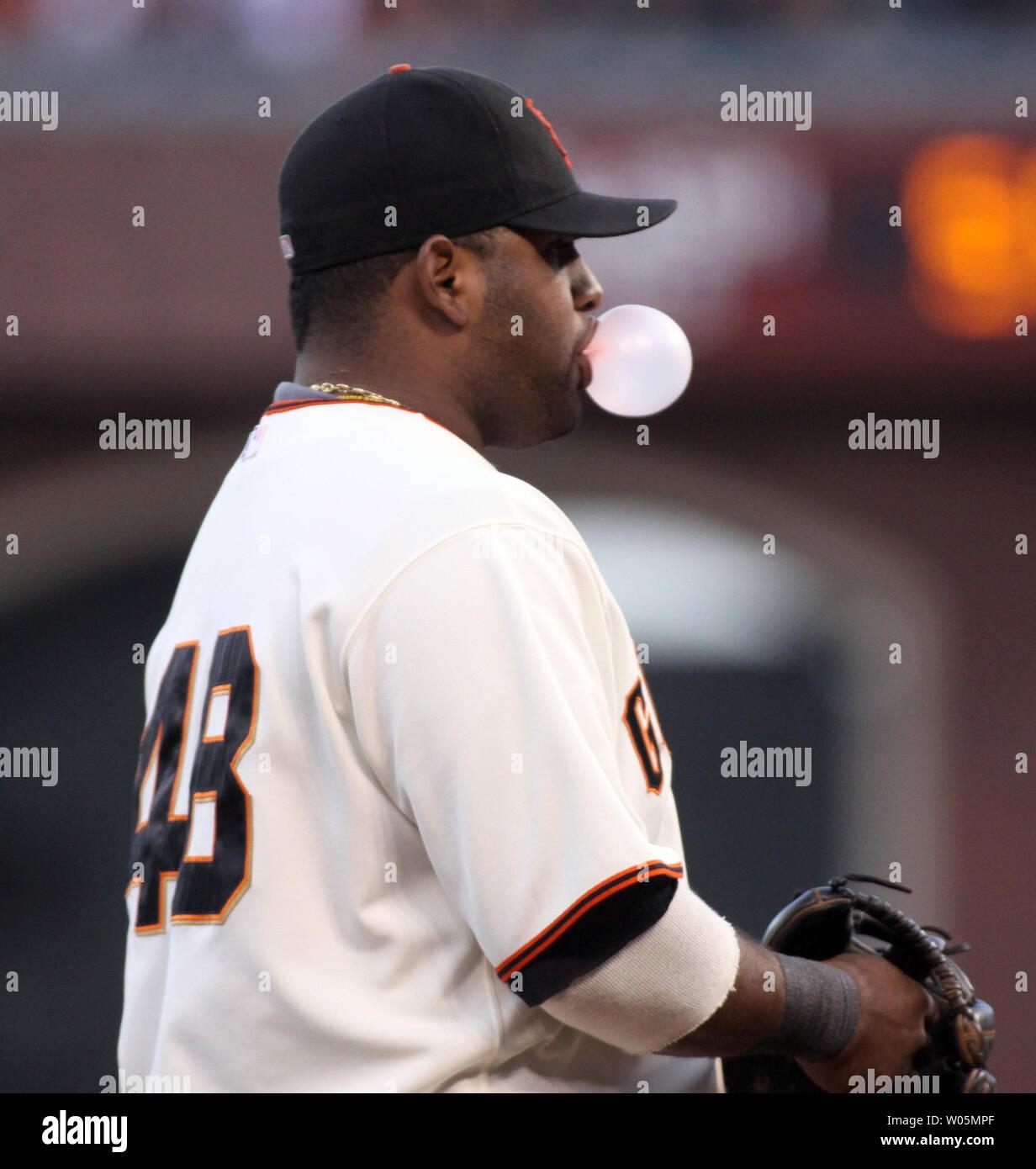 San Francisco Giants Pablo Sandoval blows a bubble during