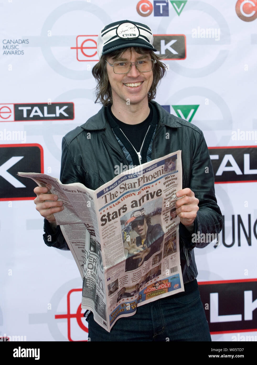 Chris Murphy Of The Band Sloan Arrives On The Red Carpet For The 2007 Juno Awards At The Credit Union Centre In Saskatoon Saskatchewan April 1 2007 Upi Photo Heinz Ruckemann Stock Photo Alamy