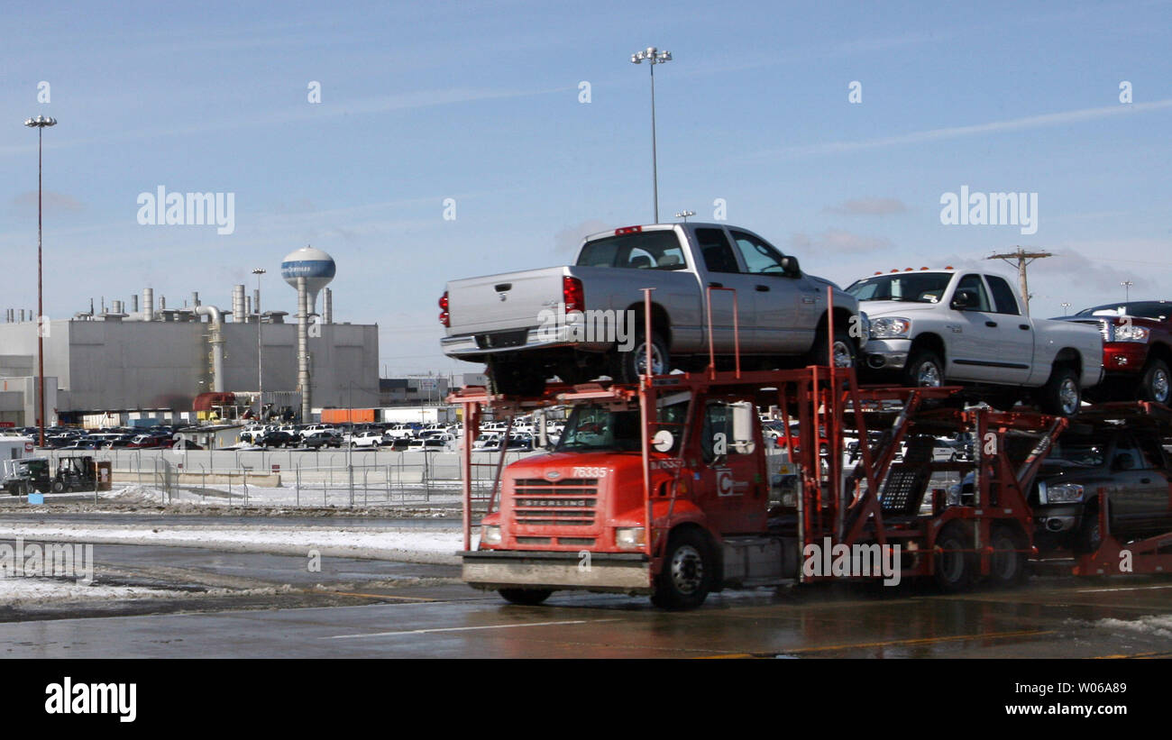 Vehicles leave the Daimler-Chrysler plant after the company announced a restructuring plan that will result in 1300 employees losing their job in 2008 at the Chrysler Group's South assembly plant in Fenton, Missouri on February 14, 2007. The South plant, where the Dodge Caravan and the Grand Caravan, and Chrysler Town & Country minivans are assembled, will lose the second shift. Nationwide 13 thousand employees will lose their jobs or 16 percent of the work force. (UPI Photo/Bill Greenblatt) Stock Photo