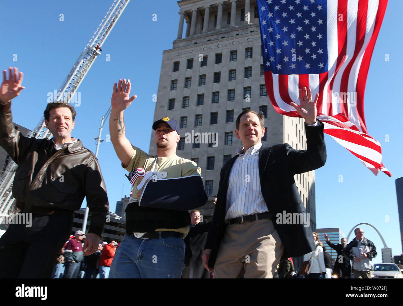 Army veteran Justin Petty (C) walks with St. Louis Mayor Francis Slay (R) and U.S. Rep. Russ Carnahan (D-St. Louis) during a war veterans parade in St. Louis on January 28, 2012. Thousands of people lined a parade route in downtown St. Louis for the nationÕs first parade to honor those who have served in Iraq and Afghanistan. UPI/Bill Greenblatt - Stock Image