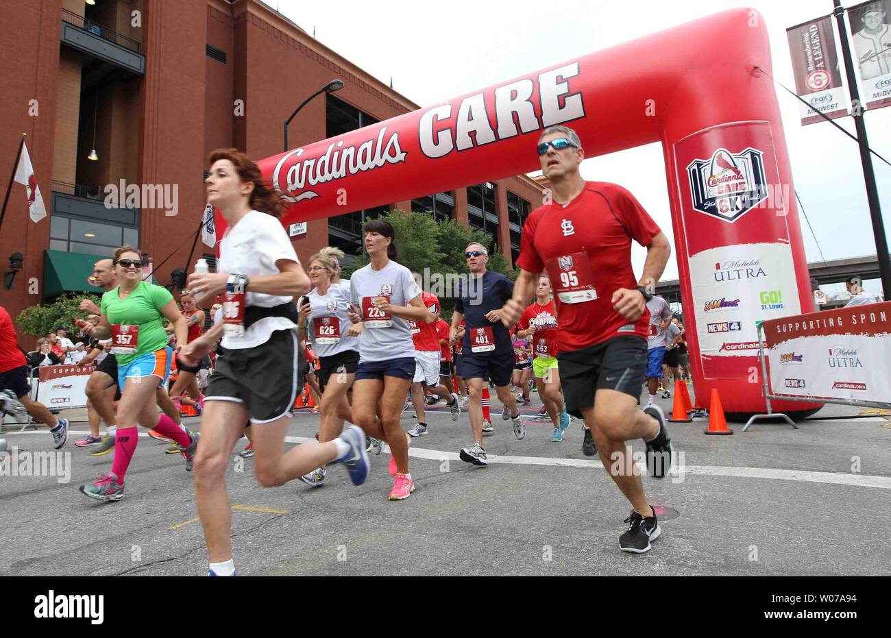 Nearly a thousand runners take off at the start of the fourth annual 6K run - named in honor of Stan Musial at Busch Stadium in St. Louis on August 18, 2013.  The event helped raise more than $100,000 for the St. Louis Cardinals charitable foundation.     UPI/Bill Greenblatt - Stock Image