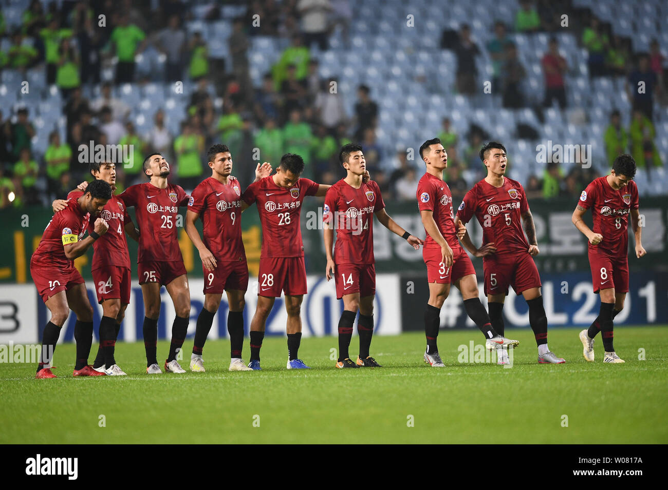 63f3a648 Players of China's Shanghai SIPG F.C. celebrate after scoring ...