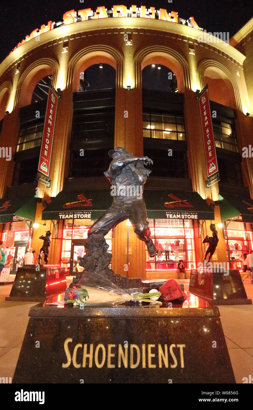 the latest aefd1 90ffa Statue St Louis Cardinals Baseball Stock Photos & Statue St ...