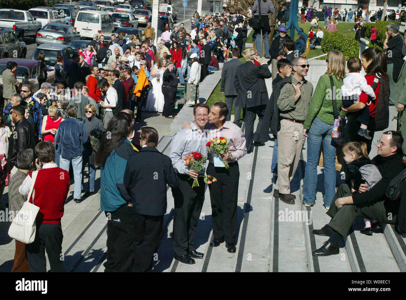 Flowers, a kiss, and a long wait in line to be married at City Hall marks one couple's Valentines Day ,  February 14, 2004  in San Francisco.  (UPI Photo/Terry Schmitt) - Stock Image