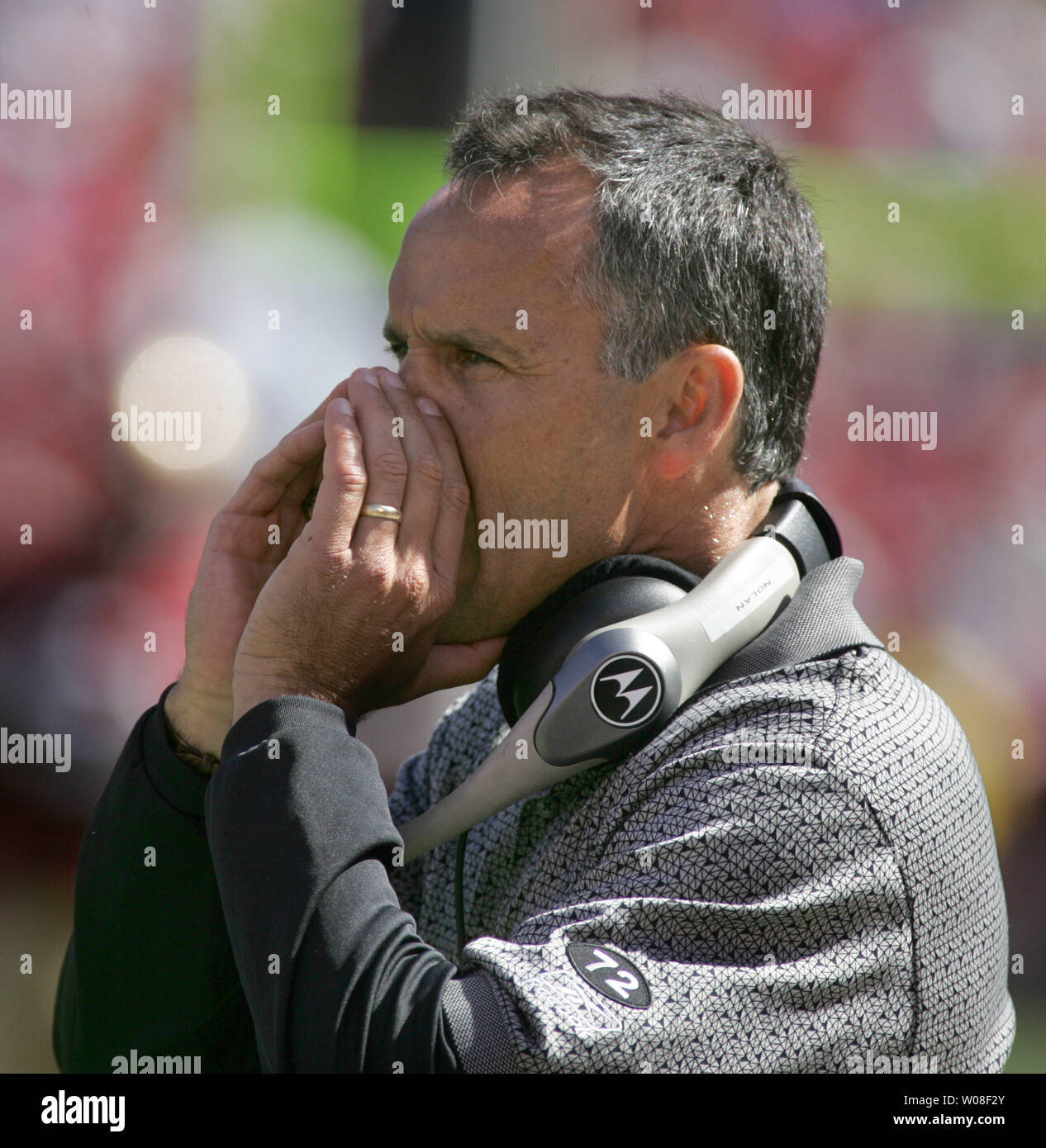 San Francisco 49ers Head Coach Mike Nolan yells instructions as he wins his 49er debut against the St. Louis Rams at Monster Stadium in San Francisco on September 11, 2005.  (UPI Photo/Terry Schmitt) - Stock Image