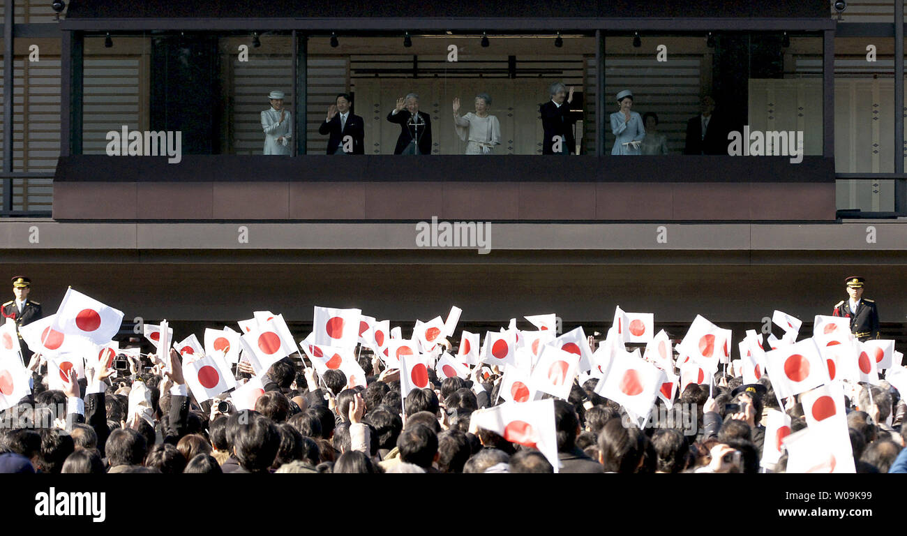 Japan's Emperor Akihito(L3) waves to well-wishers with Empress Michiko(R3), Crown Prince Naruhito(L2), Crown Princess Masako(L), Prince Akishino (R2) and his wife Princess Kiko(R), during his Majesty's 76th birthday greeting at the East Plaza, Imperial Palace in Tokyo, Japan, on December 23, 2009.     UPI/Keizo Mori - Stock Image