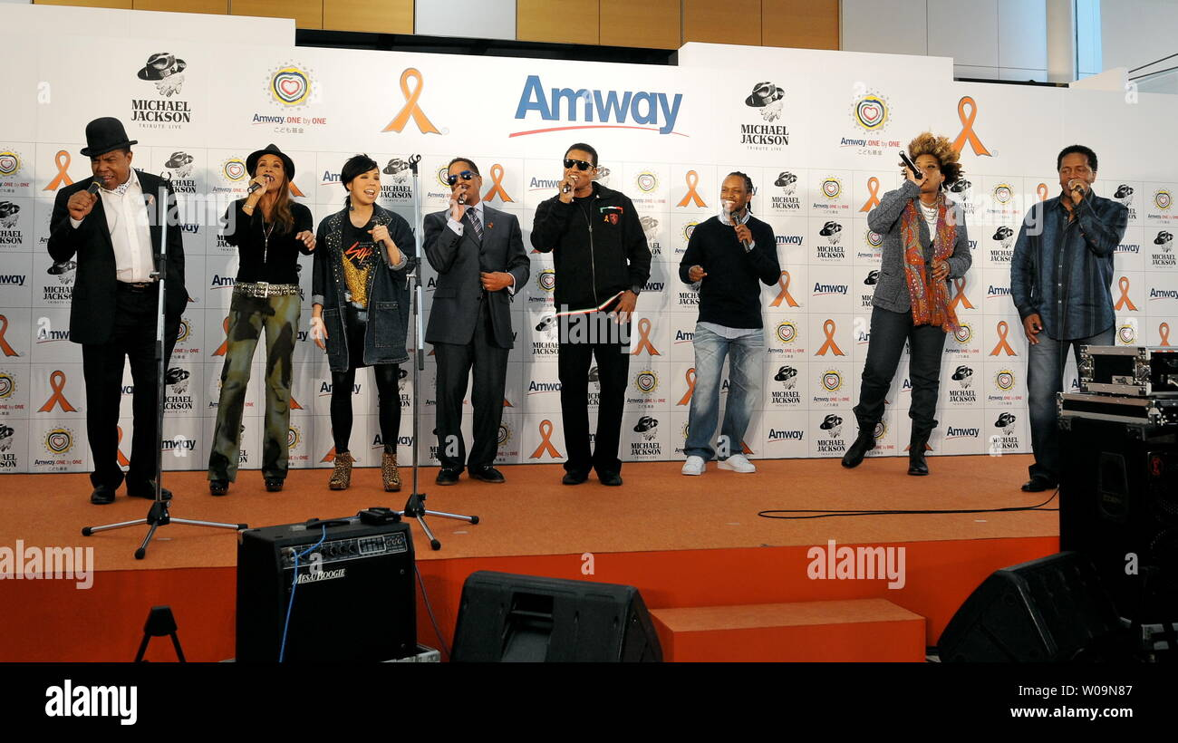 Tito Jackson(L), Japanese singer Ai(L3), Jackie Jackson and Marlon Jackson(C), Macy Gray(R2) attend the Amway Japan's charity event in Tokyo, Japan, on December 12, 2011. Jacksons visited to Japan for perform at an event 'Michael Jackson tribute live' in Tokyo, on December 13th and 14th.     UPI/Keizo Mori - Stock Image