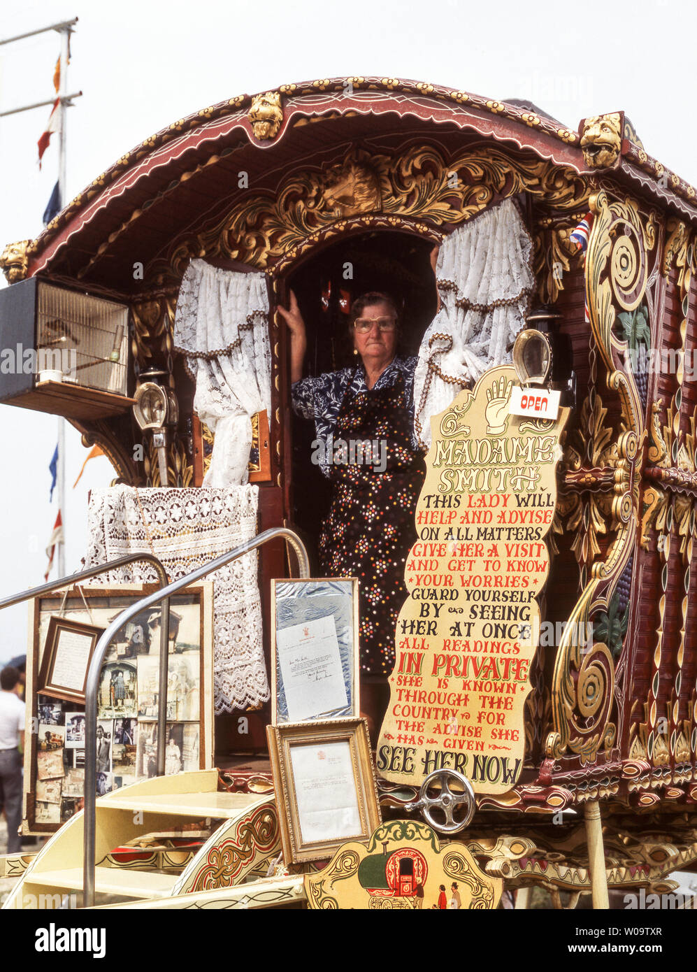 Madame Smith. Clairvoyante. In the doorway of her caravan at the Hoppings Fair.Newcastle upon Tyne in the mid 1980s. England. - Stock Image