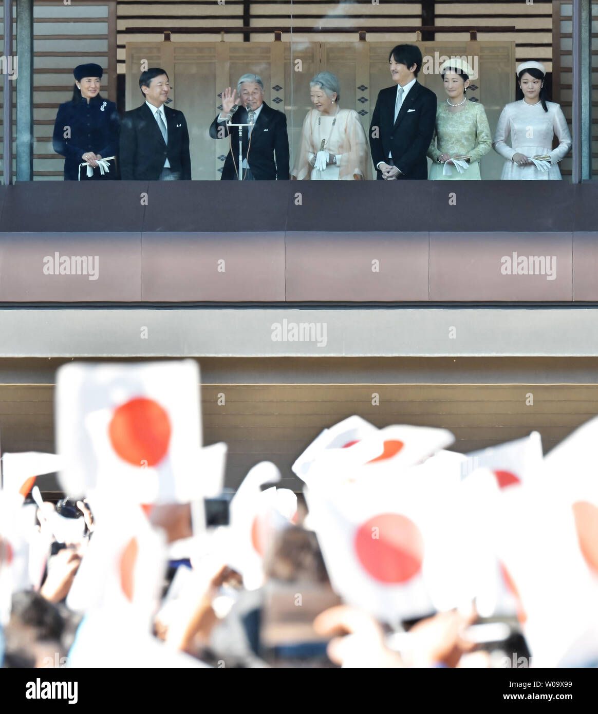 Japan's Emperor Akihito(L3) waves to well-wishers with Empress Michiko(C), Crown Prince Naruhito(L2), Crown Princess Masako(L), Prince Akishino (R3),  Princess Kiko(R2) and Princess Mako(R) during his Majesty's 81st birthday greeting at the East Plaza, Imperial Palace in Tokyo, Japan, on December 23, 2014.     UPI/Keizo Mori - Stock Image