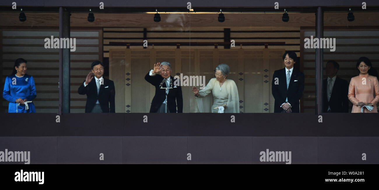 Japan's Emperor Akihito(L3) waves to well-wishers with Empress Michiko(L4), Crown prince Naruhito(L2), Crown princess Masako(L), Prince Akishino (R2), his wife Princess Kiko(R) during a new year greeting at the East Plaza, Imperial Palace in Tokyo, Japan, on January 2, 2017.     Photo by Keizo Mori/UPI - Stock Image