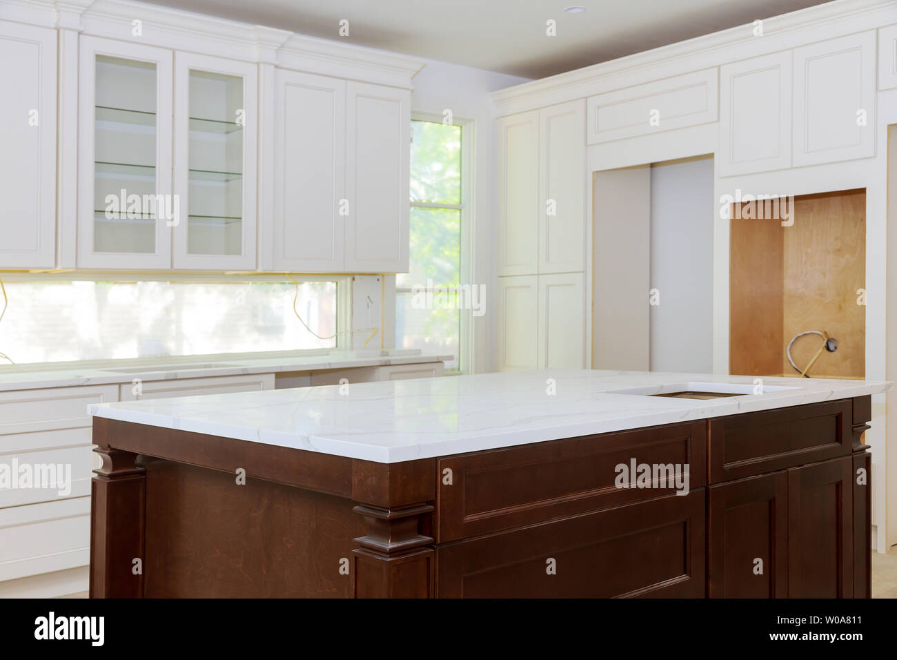 White Of Kitchen Wooden Cabinets With Contemporary Look Of