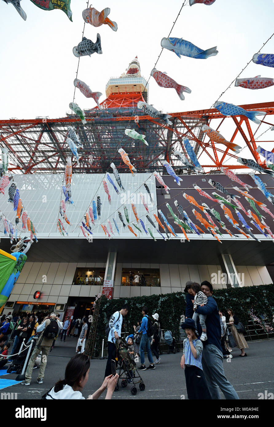 333 colorful Carp streamer are displayed, named after the