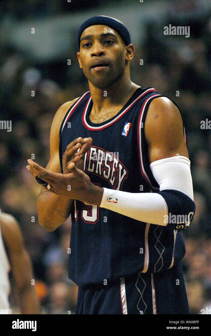 new style 2b388 425c2 New Jersey Nets' Vince Carter tries to encourage his team ...