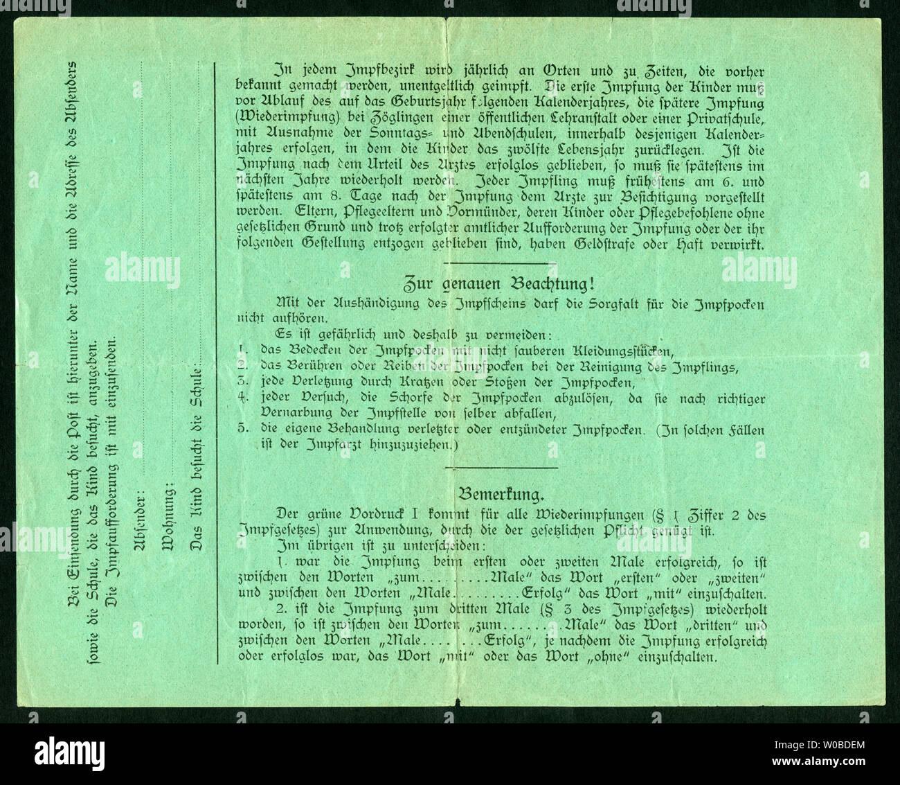 Europa, Deutschland, Hamburg,  grüner Impfschein ( Wiederimpfung ), Rückseite, ausgestellt am 19. 12. 1925, siehe auch Nr. 1006003 . /  Europe, German Stock Photo
