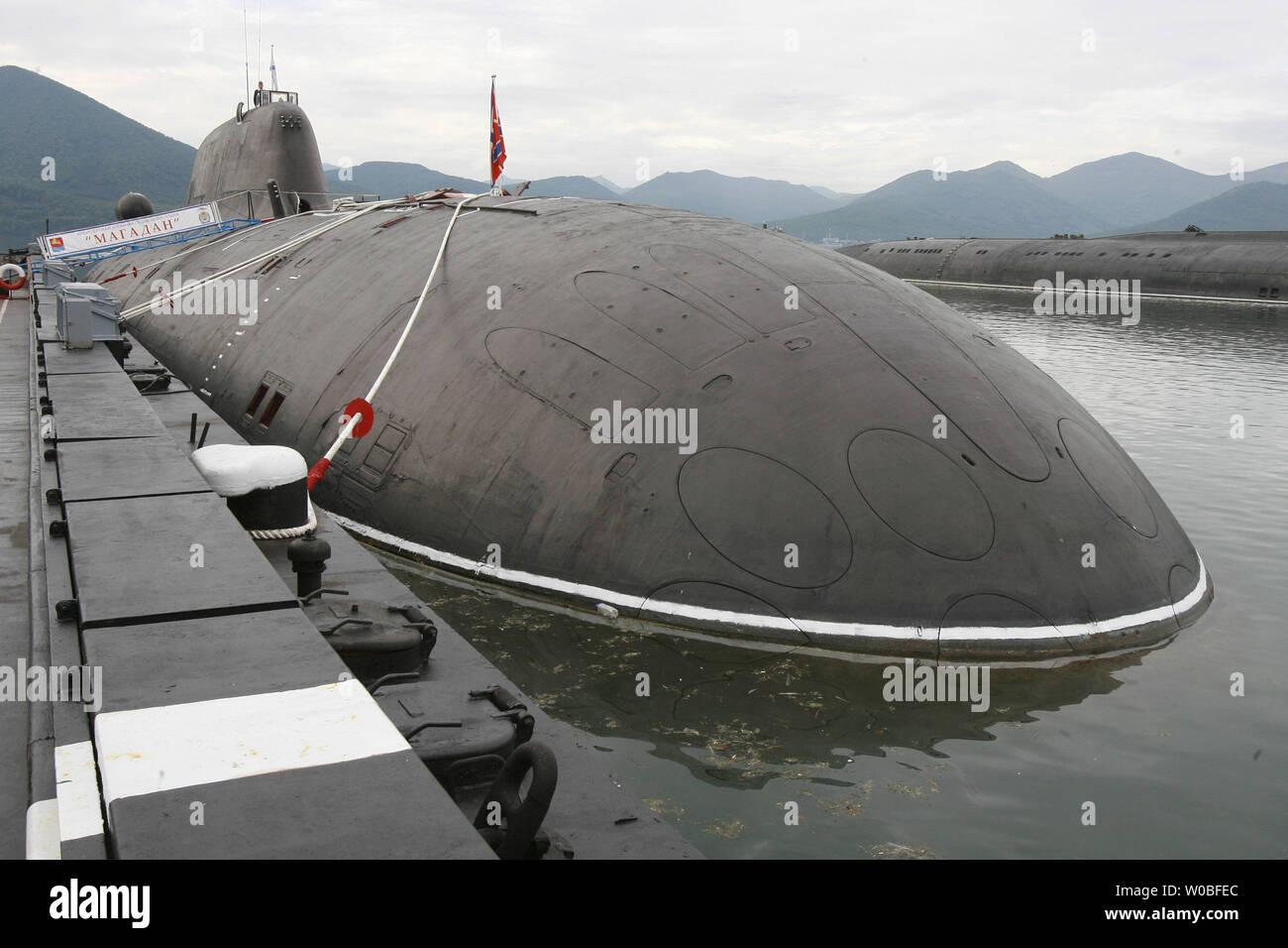 Russian nuclear powered submarine 'Magadan' is at a pier at the Vilyuchinsk military base at the Kamchatka Peninsula at Russian Far East on September 5, 2007. (UPI Photo/Anatoli Zhdanov) - Stock Image