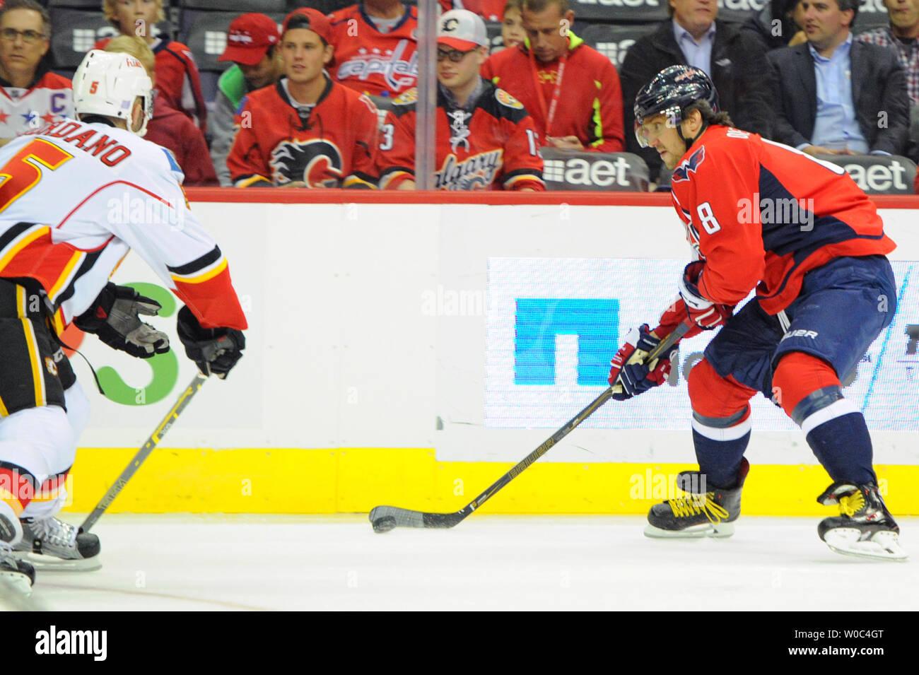 outlet store fbe9d 97ef1 Calgary Flames Defenseman Mark Giordano Stock Photos ...