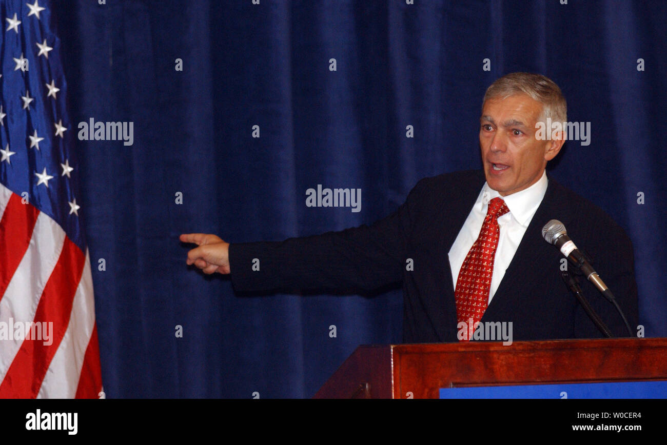 Gen. Wesley Clark, Ret., points to the flag he says he served for his whole life near the end of a speech he made to the Center for American Progress in Washington on Sept. 9, 2004. Clark blasted President Bush and his administration's policies against terrorism, saying the war in Iraq was a wasted effort that kept the military from capturing or killing Osama Bin Laden in Afghanistan.   (UPI Photo/Roger L. Wollenberg) - Stock Image
