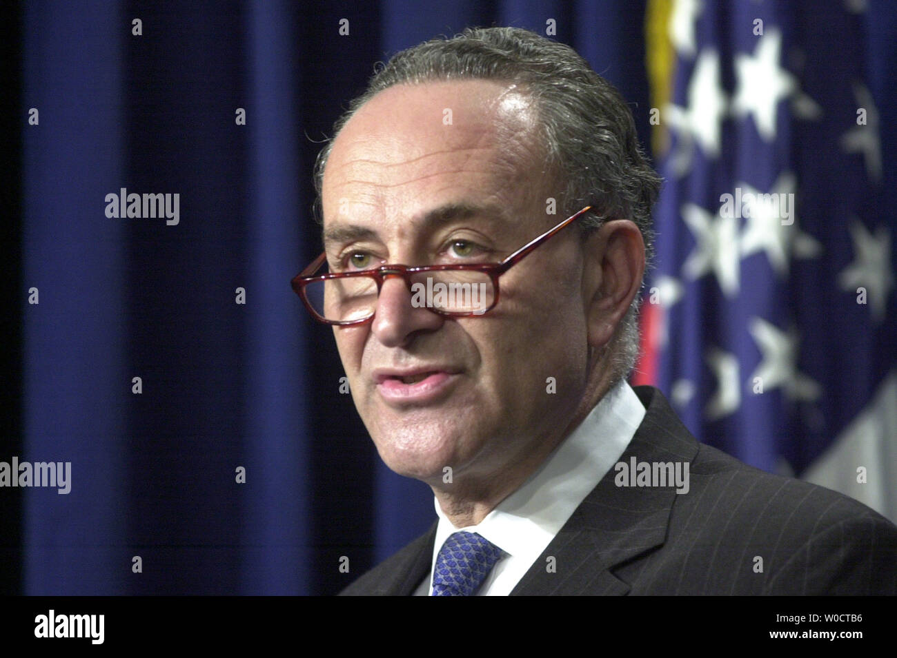 Sen. Charles Schumer (D-NY) gives his response to President Bush's Supreme Court Nominee Samuel Alito, saying that Bush has missed an opportunity to unify both parties with this choice in Washington on Oct. 31, 2005. (UPI Photo/Kevin Dietsch) - Stock Image